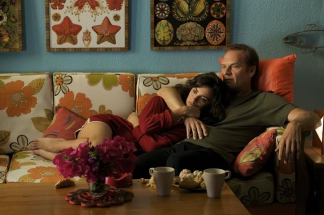 Pedro Almodovar racconta la felicità sul divano nel suo Gli abbracci spezzati