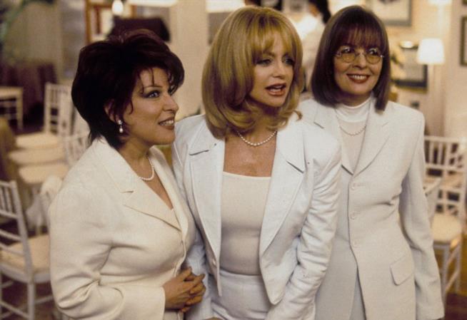 Brenda, Elise e Annie vestite di bianco