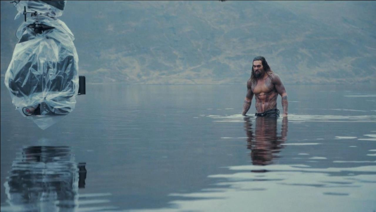 Jason Momoa è Aquaman nelle nuove immaginii tratte da Justice League
