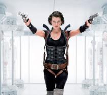Milla Jovovich spara in una scena di Resident Evil