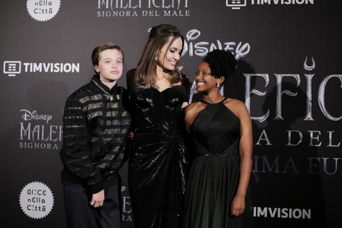 Angelina Jolie, Shiloh e Zahara insieme alla prima di Maleficent 2