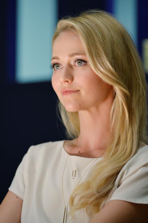 Shelby Wyatt di Quantico vista di profilo