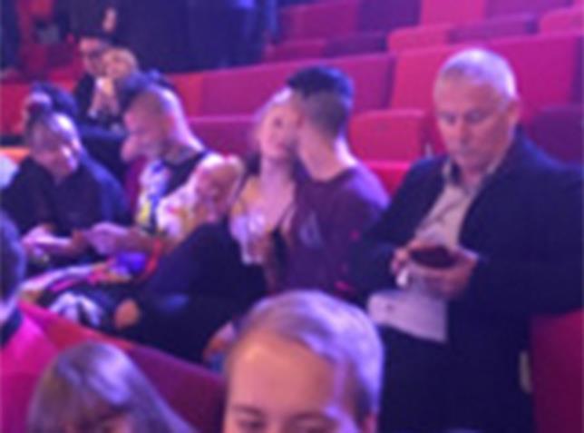 Sophie Turner e Joe Jonas molto vicini al concerto dei Kings of Leon