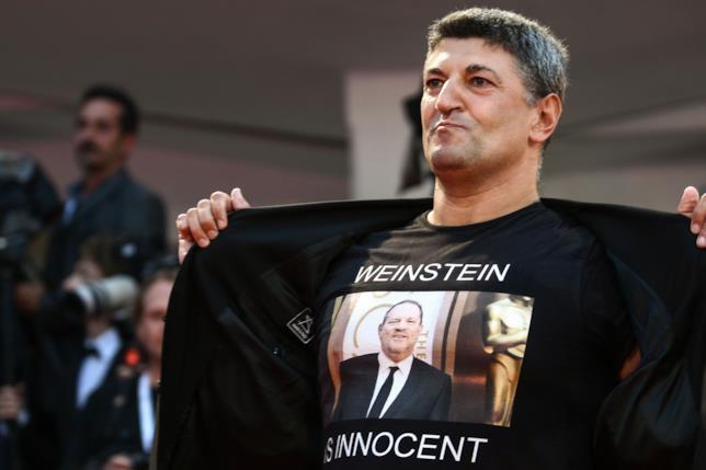 La t-shirt a favore di Weinstein sul red carpet di Suspiria