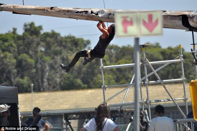 Tomb Raider: Alicia Vikander acrobazie sul set