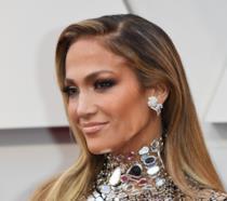 L'attrice e cantante Jennifer Lopez sorride alla cerimonia degli Oscar