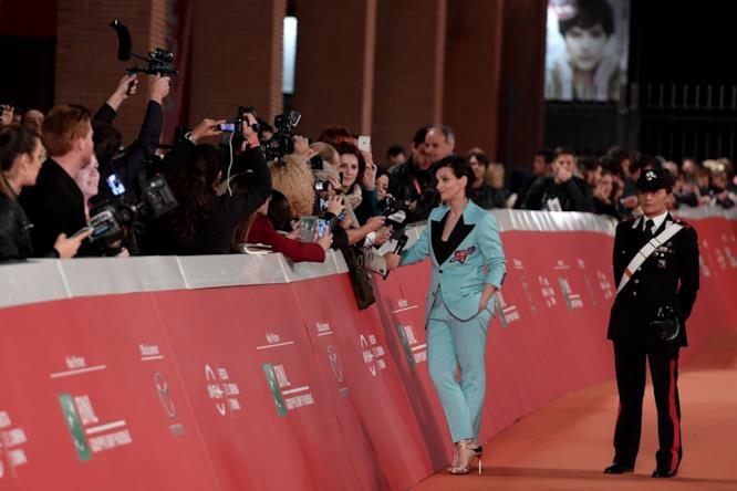 Juliette Binoche con i fan alla Festa del Cinema di Roma
