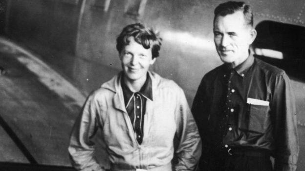 Un primo piano di Amelia Earhart e Fred Noonan