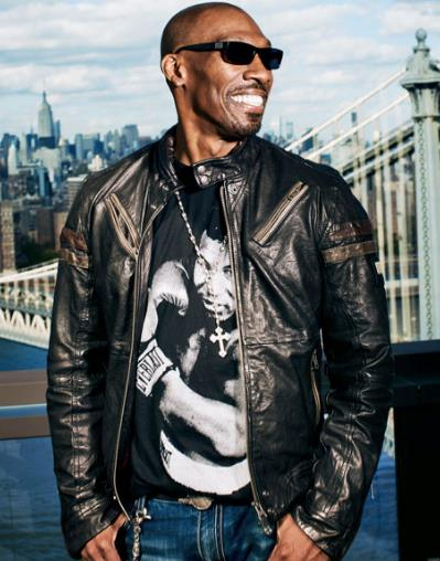 Charlie Murphy in primo piano
