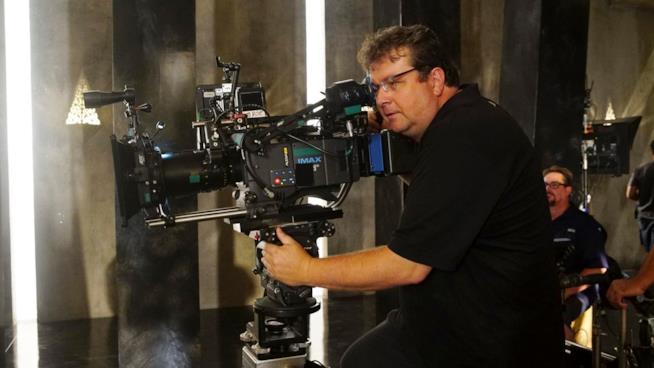 Il regista Roel Reine al lavoro sul set