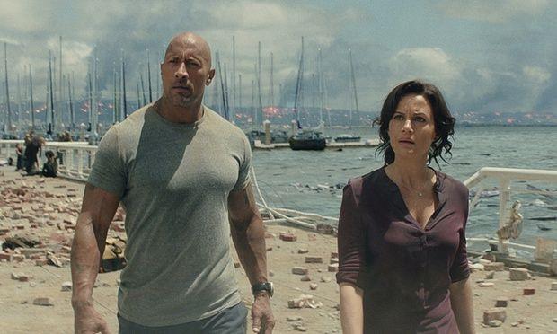 The Rock e Carla Gugino a San Andreas