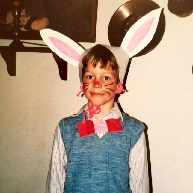 Chris Pratt vestito come coniglio da bambino