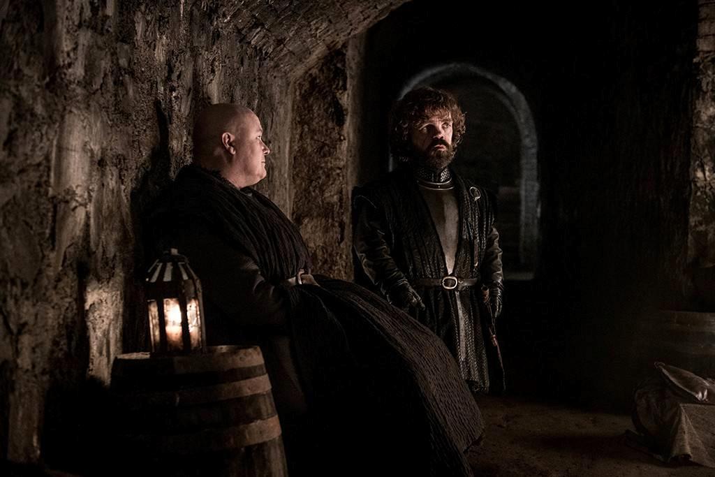 Varys e Tyrion discutono nelle Cripte di Grande Inverno
