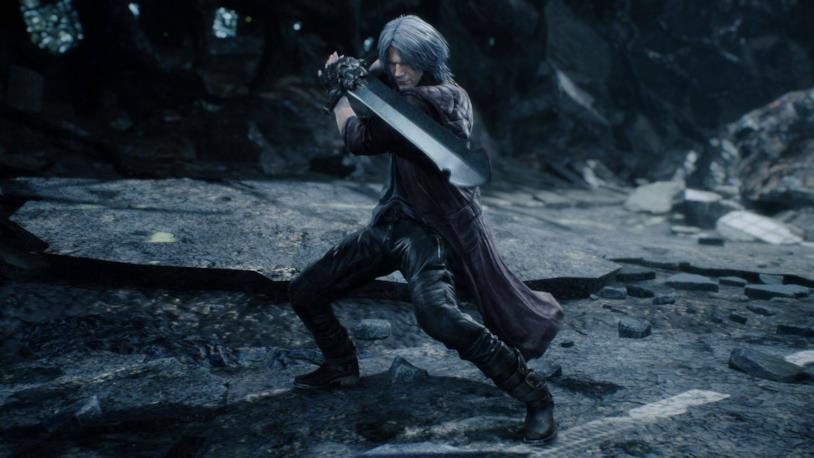 Dante con spada Rebellion