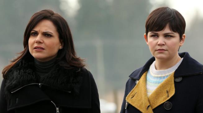 Una scena di C'era una volta con Biancaneve e Regina