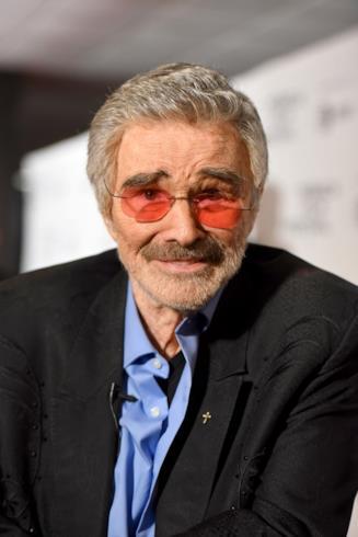 Primo piano dell'iconico Burt Reynolds