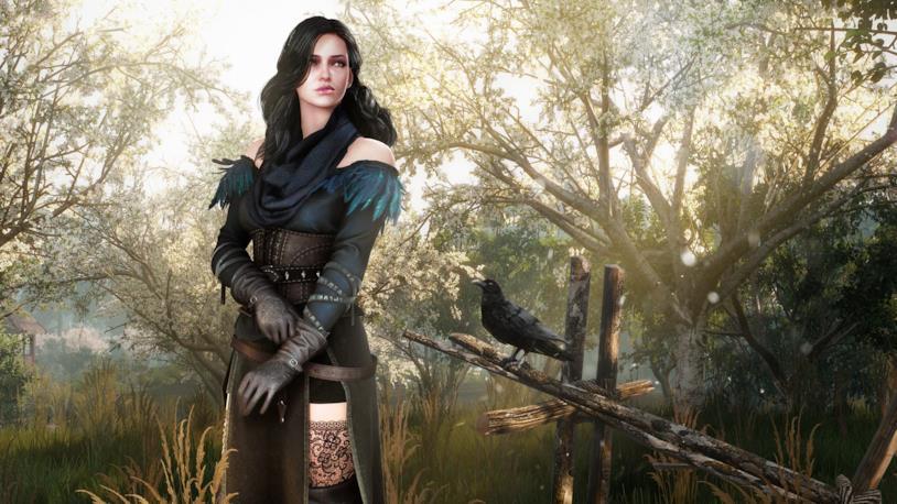 Yennefer la maga nella foresta con il suo corvo