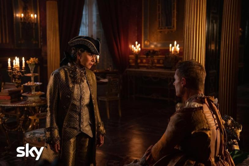 Helen Mirren in una scena della serie HBO Catherine the Great