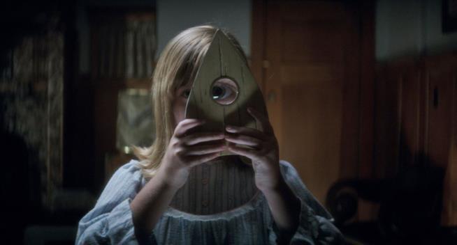 scena di Ouija - L'origine del male