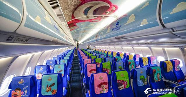 Dettagli degli interni dell'Airbus 330 della compagnia China Eastern Airlines a tema Toy Story