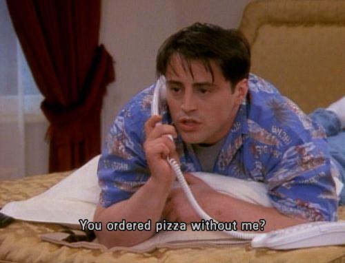 Joey arrabbiato perché qualcuno ha ordinato la pizza senza avvisarlo