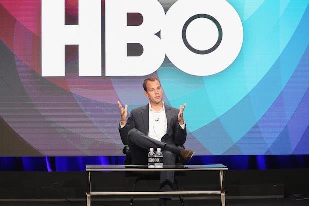 Casey Bloys durante un panel HBO