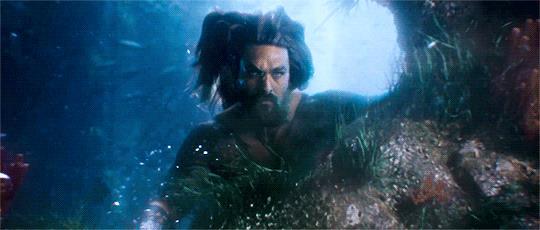 Aquaman interpretato da Jason Momoa