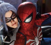 Black Cat abbraccia Spider-Man nel videogioco per PS4