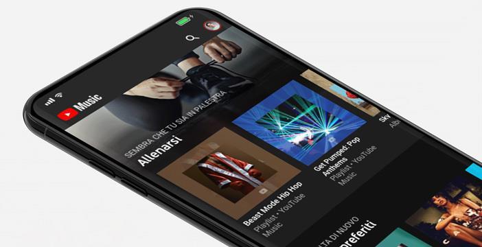 Primo piano del display di uno smartphone con il logo di YouTube Music