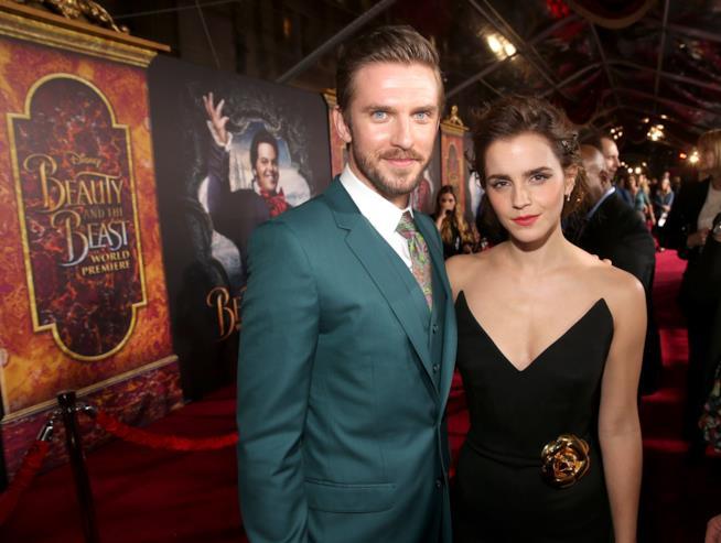 Emma Watson e Dan Stevens sono i protagonisti de La Bella e la Bestia. Eccoli in posa sul red carpet