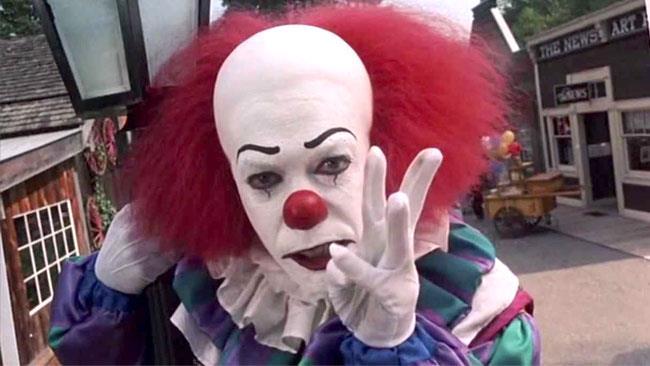 Pennywise interpretato da Tim Curry