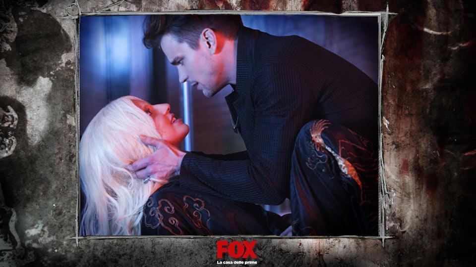 DONOVAN (Matt Bomer) – Amante della contessa, viene seccamente rifiutato quando lei incontra il bellissimo Tristan.
