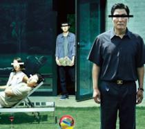 Un'immagine dei protagonisti di Parasite nel poster ufficiale