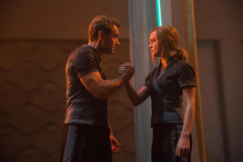Brie Larson e Jude Law in Captain Marvel
