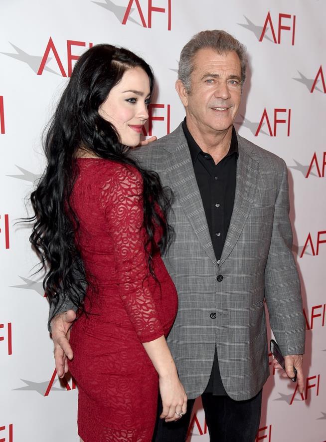 Mel Gibson con la compagna Rosalind Ross e il suo pancione