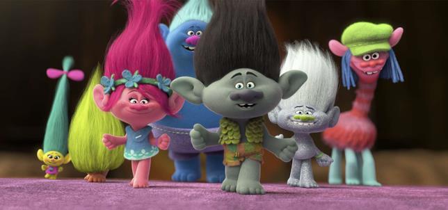 I personaggi del film Trolls in una scena del film