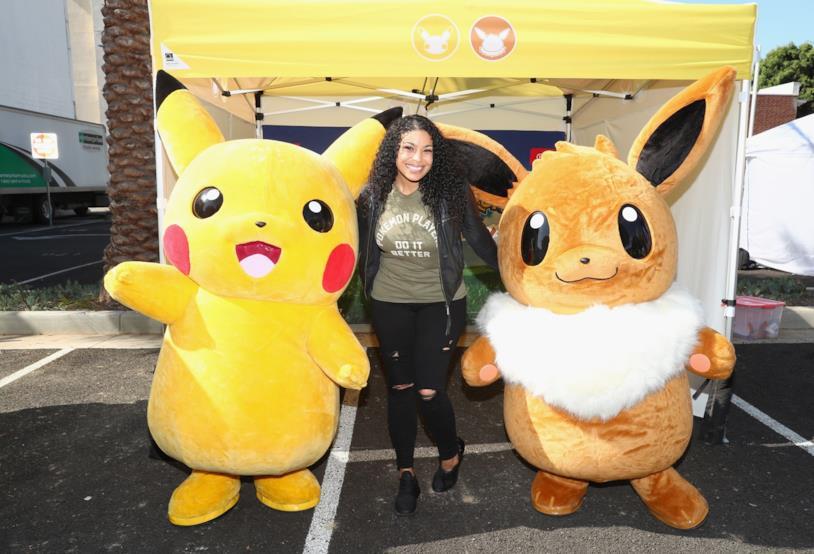 Pikachu e Eevee in un evento di lancio di Pokémon Let's Go