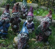 Nani zombie da giardino per un'accoglienza da favola