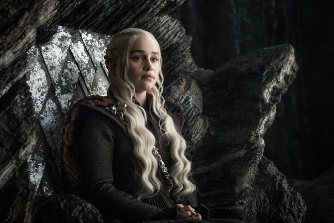 Daenerys sul trono di Roccia del Drago
