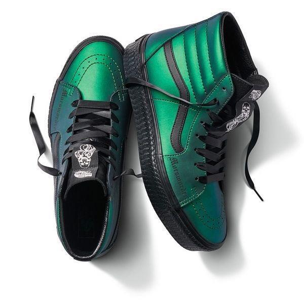 Le scarpe dedicate alla maledizione che evoca il Marchio Nero, simbolo di Lord Voldemort