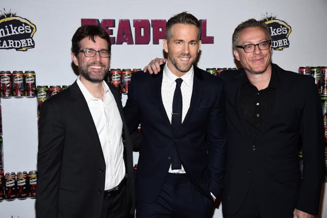 Gli sceneggiatori Rhett Reese e Paul Wernick con Ryan Reynolds