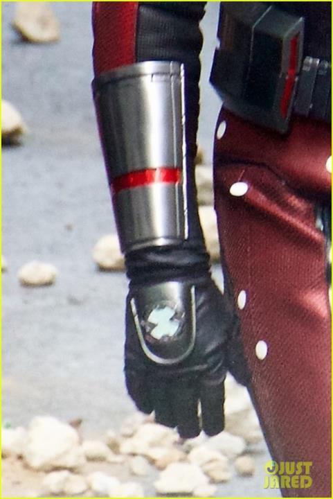 Strani dispositivi sul costume di Ant-Man sul set di Avengers 4
