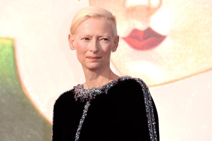 Tilda Switon fotografata al Festival di Venezia