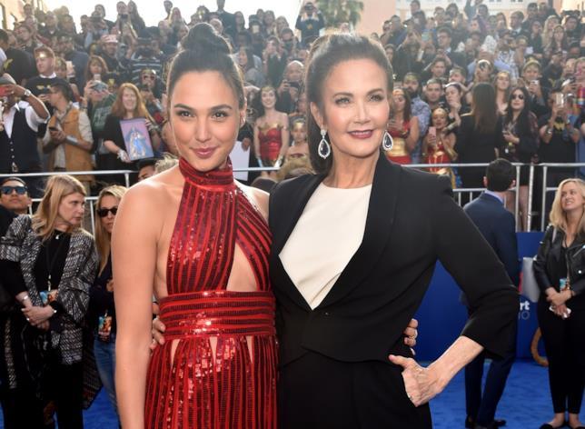 Gal Gadot e Lynda Carter alla premiere hollywoodiana di Wonder Woman