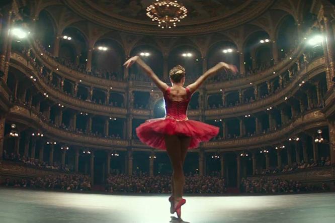 Dominika durante un balletto davanti alla platea