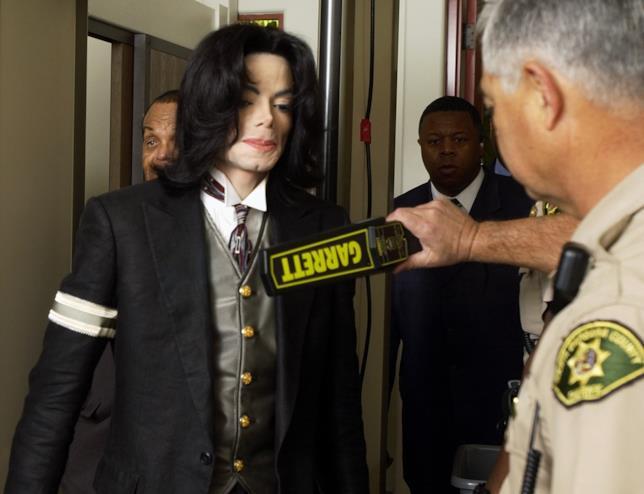 La popstar Michael Jackson durante il processo del 2005