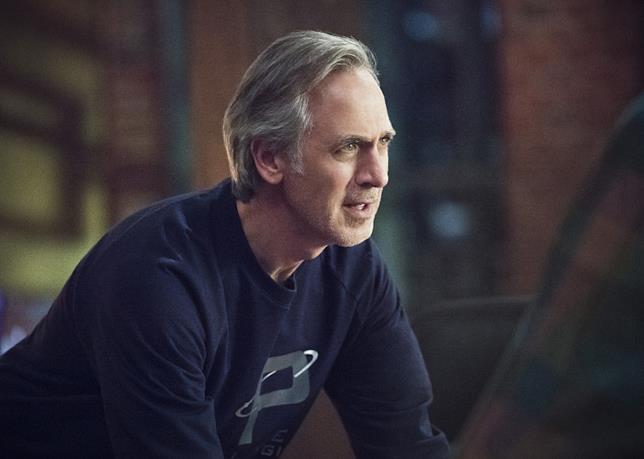 Tom Amandes in una scena di Arrow