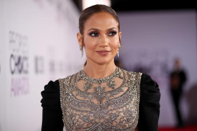 Jennifer Lopez, un dettaglio dell'abito Reem Acra