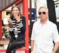 Tommy Hilfiger e Gigi Hadid mentre mangia una ciambella