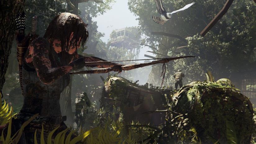 Lara Croft armata di arco in Shadow of the Tomb Raider